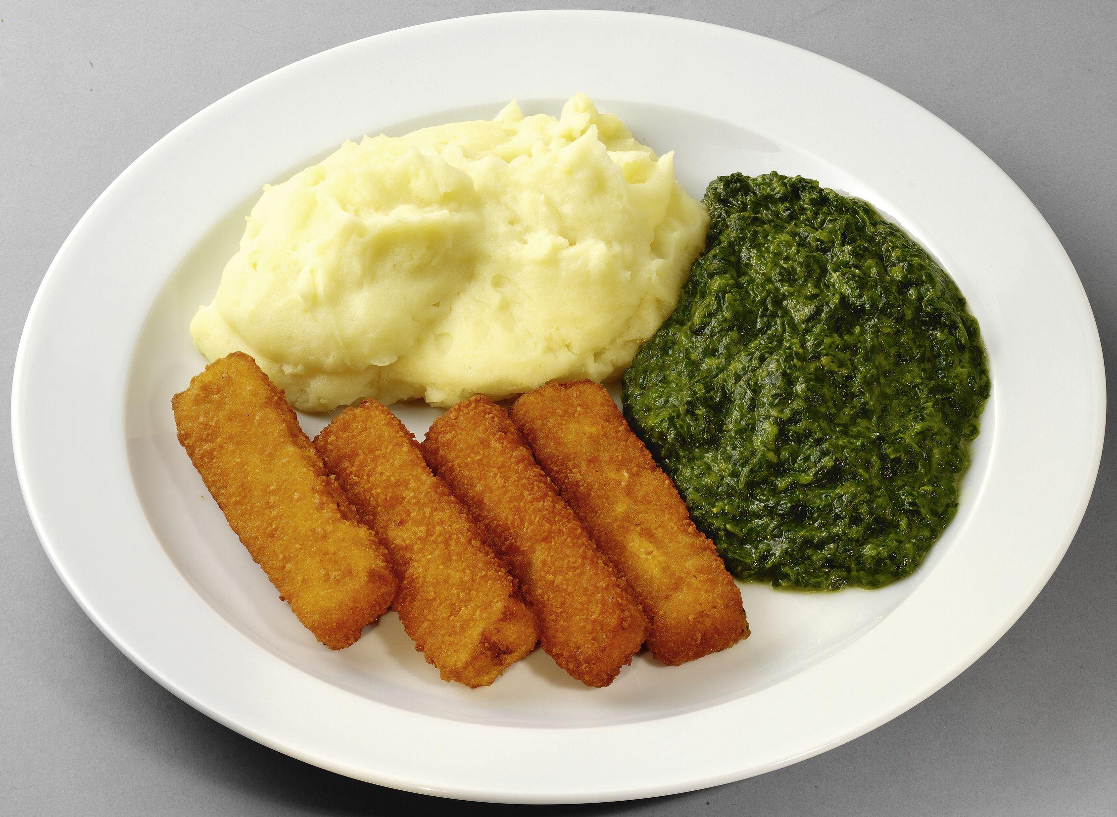 Gebackene Fischstäbchen mit Rahmspinat und Kartoffelpüree