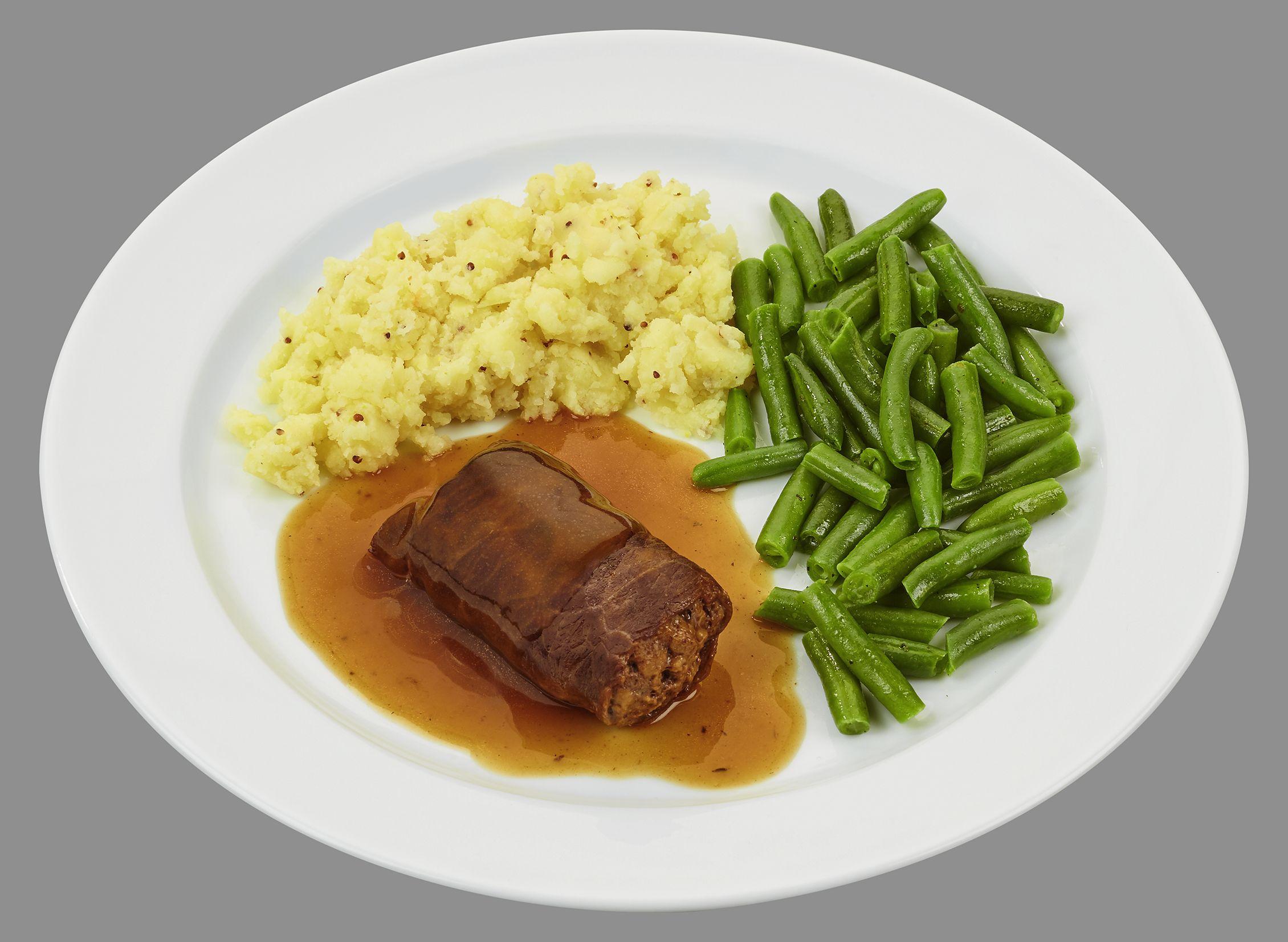 Rinderroulade mit Hackfleischfüllung, dazu grüne Bohnen und Kartoffel-Senf-Stampf