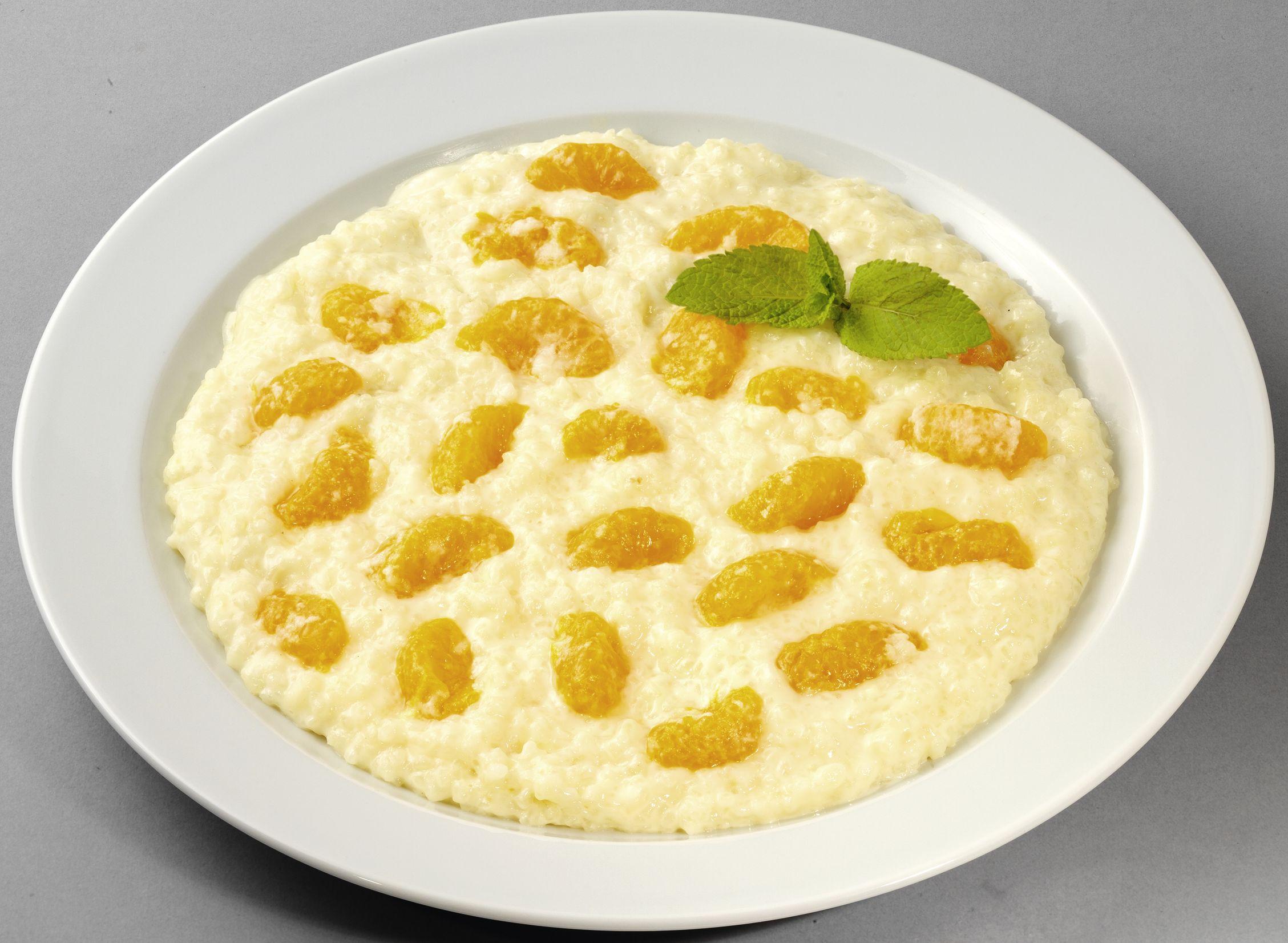 Cremiger Milchreis mit fruchtigen Mandarinenstücken (mit Süßungsmitteln und einer Zuckerart)