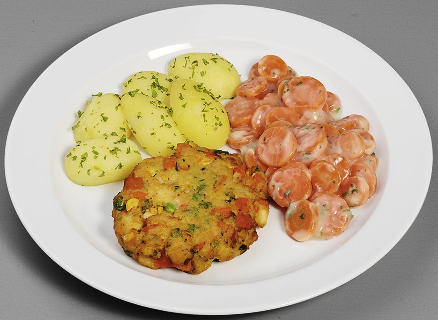 Saftige Gemüsefrikadelle  mit Möhren in Soße, dazu Petersilienkartoffeln