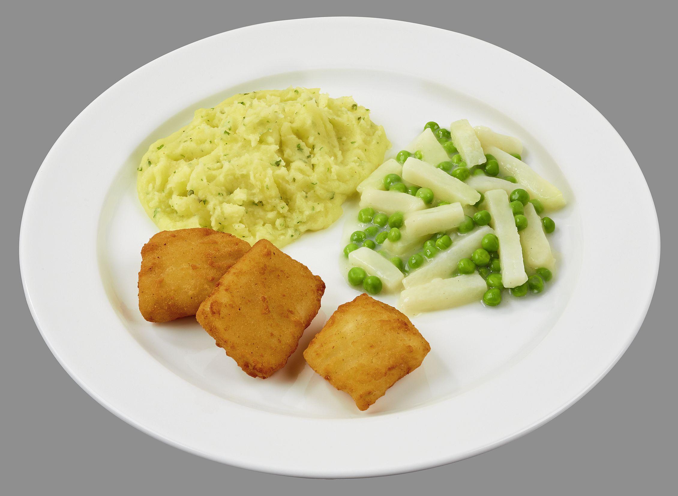 Gebackene Filetstücke vom Alaska-Seelachs, dazu Kohlrabi-Erbsen-Gemüse in cremiger Soße und Stampfkartoffeln